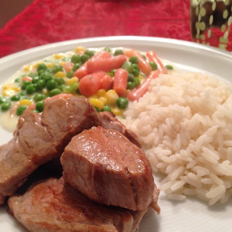 Rinderfilet mit Reis und Gemüse