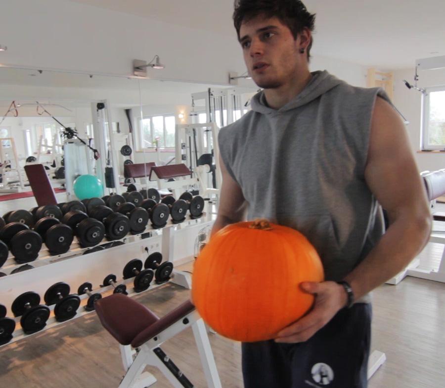 Halloween 2014 - Fitnesstraining mit einem Kürbis